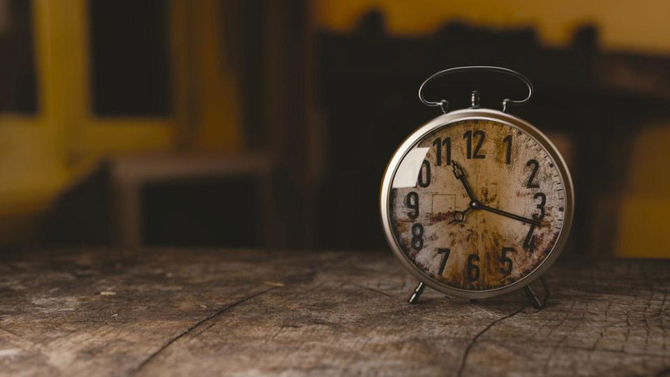 メールマガジンは何時、何曜日に配信するのが効果的?